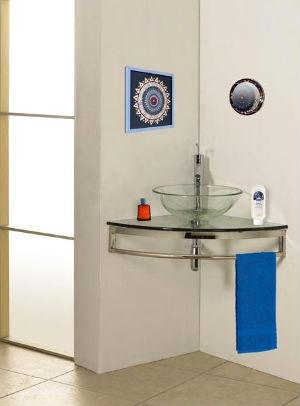 стеклянная угловая раковина в ванной