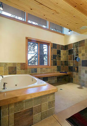 стены ванной комнаты в деревянном доме