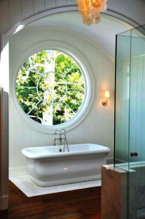 ванная с круглым окном