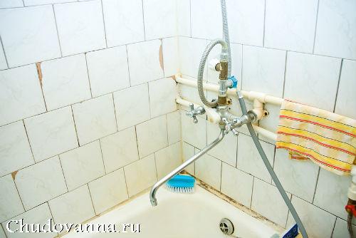 старая плитка в ванной