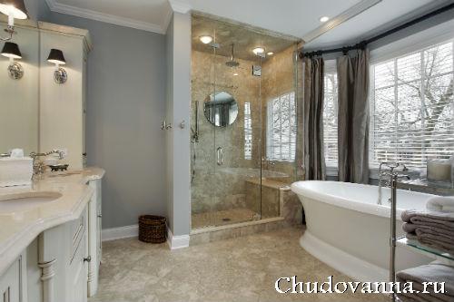 Ванная комната с ванной и душевой кабиной
