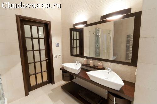 Двери в ванную и туалет