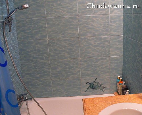Отделка стен в ванной плиткой и мозаикой