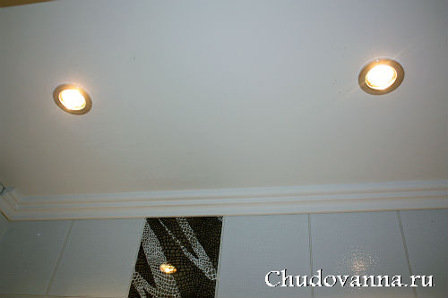 vannaya-komnata-v-cherno-belom-cvetovom-reshenii-21