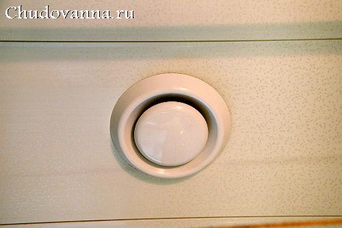 remont-vannoj-s-ispolzovaniem-kombinirovannyx-otdelochnyx-materialov-1