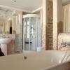 Шикарная ванная комната с мозаичной отделкой