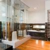Просторная ванная комната с мини-сауной