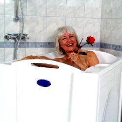 сидячая ванна - идеальный вариант для пожилых людей