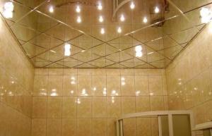 потолки из зеркал в ванной комнате