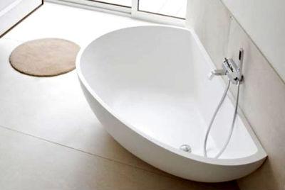 Какая ванна лучше: чугунная или акриловая?