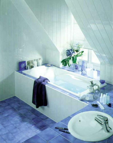 Выполненная отделка ванной комнаты пластиковыми панелями