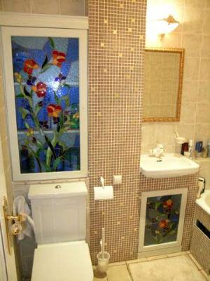 стены в маленькой ванной