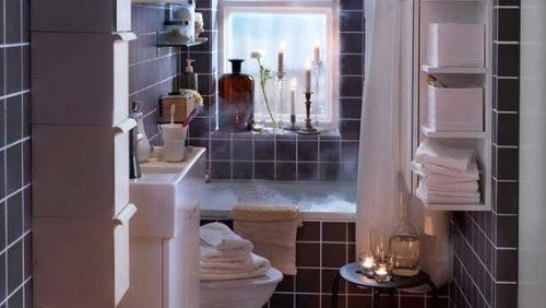 зеркало в маленькой ванной комнате
