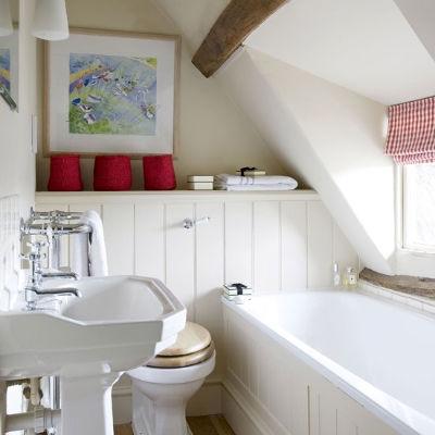 маленькая ванная комната в мансарде
