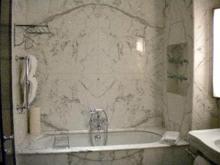 отделка стен в ванной комнате мрамором
