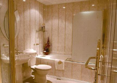 отделка стен в ванной пластиковыми панелями