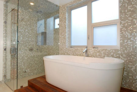 отделка стен в ванной комнате мозаикой