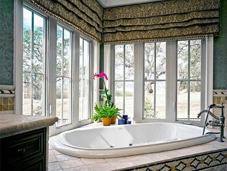 панорамное окно в ванной комнате