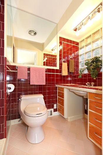 красная ванная комната