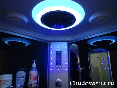 голубой свет в душевой кабине