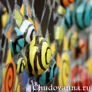 рельефная укладка мозаики на плитку