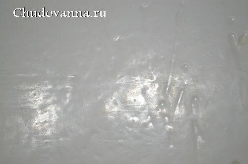 Повреждения на чугунной ванне, покрытой акрилом